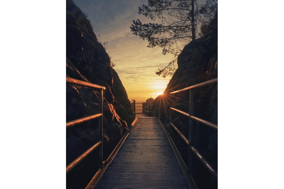 Der Sonnenaufgang an der Bastei ist ein echter Fotoklassiker. Janek Hennig hat sich ebenfalls an dem Motiv probiert und ein mehr als gelungenes Foto gemacht. Diese Aufnahme wollten wir Ihnen nicht vorenthalten, auch wenn sie nicht unter den Preisträgern i