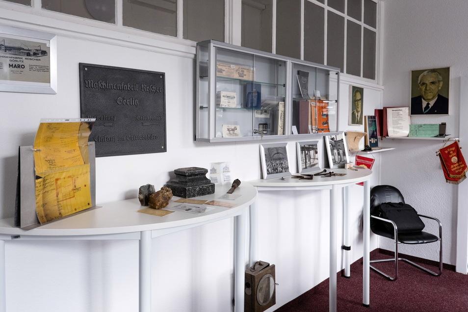 Im Besprechungsraum ihres Büros hat Verwalterin Anke Klaus eine Roscher-Ausstellung eingerichtet.