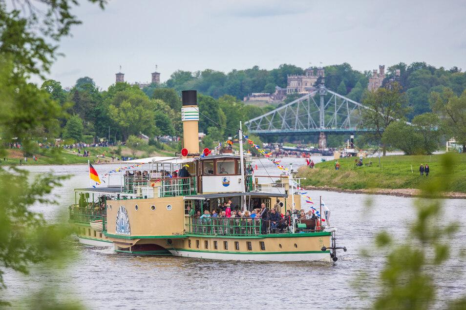 Die Flottenparade zum 1. Mai ist einer der Jahreshöhepunkte der Dampfschifffahrt. In diesem Jahr muss sie wegen Corona ausfallen. Doch sie gehört zur Tradition des Unternehmens wie die Schiffe selbst.