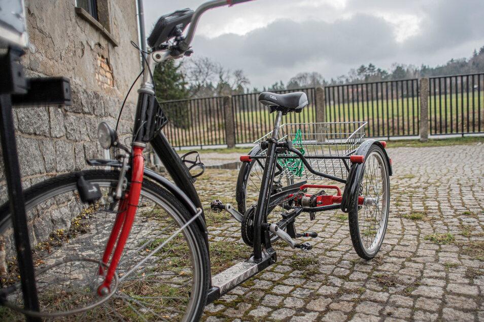 Das gebrauchte Dreirad Pfau Tec Classic mit Drei-Gang-Schaltung hat Enrico Wenzel mit einem Bekannten aufgepimpt.