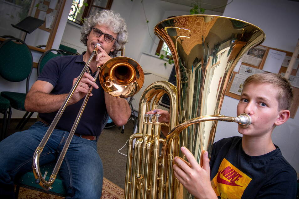 Der 14 Jahre alte Til Bräuer erhält in der Musikschule Döbeln von Andreas Berger Unterricht.