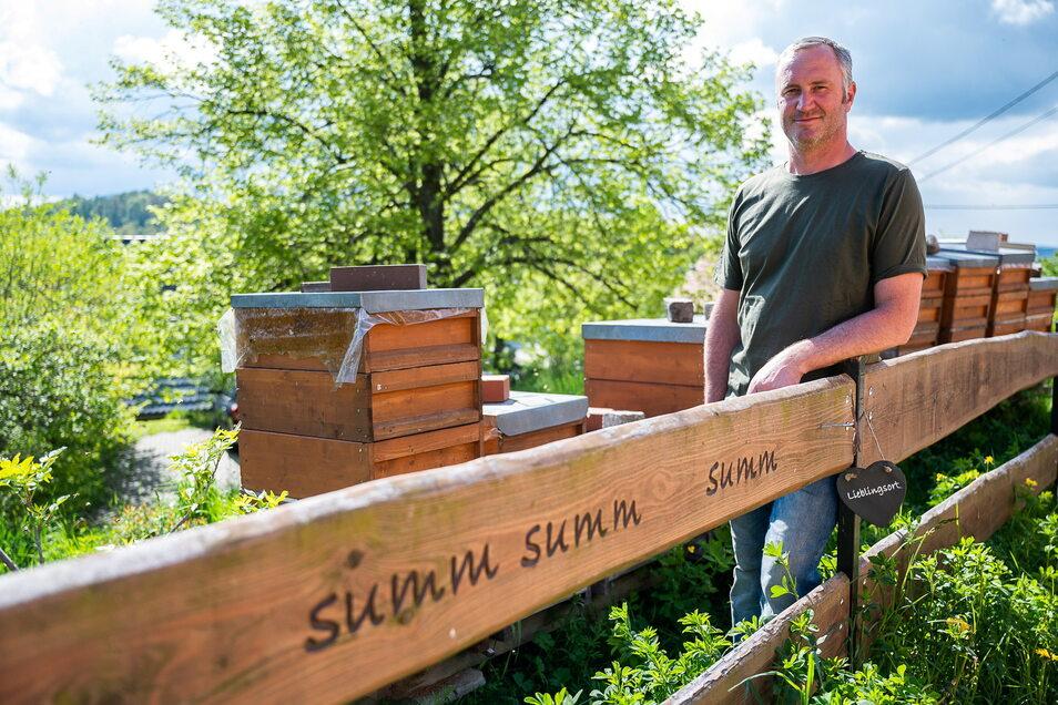 Mario Entrich aus Jauernick-Buschbach ist von der Imkerei und von Bienen fasziniert.