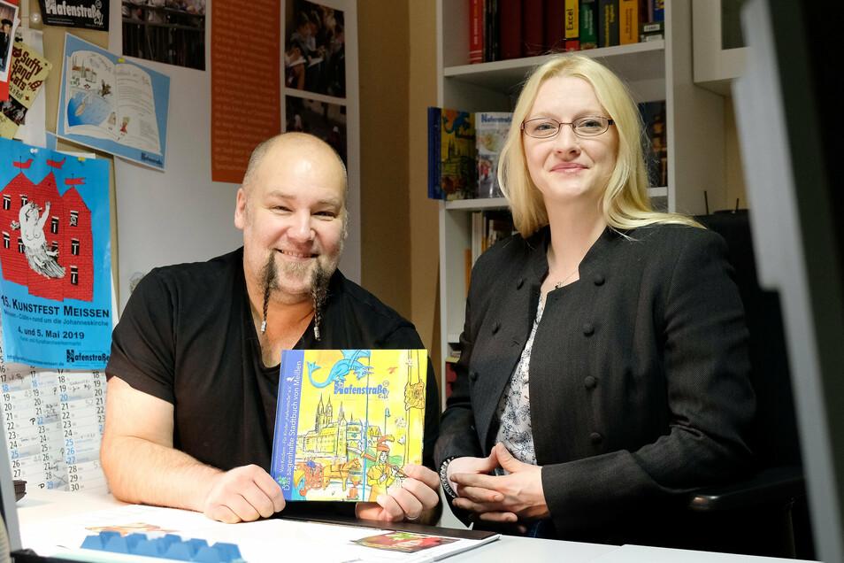 Antje und Christian Kypke arbeiten ehrenamtlich für den Verein Hafenstraße. Die Veranstaltungsleiterin und der Musikpädagoge betreuen hier verschiedene Projekte. Dazu gehört auch ein von Kindern für Kinder gestaltetes Sagenhaftes Stadtbuch von Meißen.