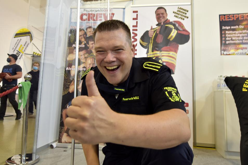 Feuerwehr-Willi kannten viele Besucher von seinen Lehrvideos auf YouTube. Er schrieb ununterbrochen Autogramme und posierte für Fotos.