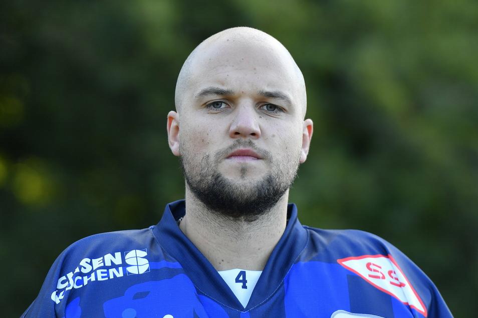 Steve Hanusch spielt seit 2017 für die Eislöwen, nachdem er 2009/10 bereits als Förderlizenzspieler von den Eisbären Berlin für Dresden auf dem Eis stand. Der gebürtige Cottbuser bestritt in 196 DEL-Spiele.