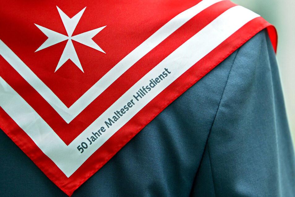Die echten Malteser-Mitarbeiter tragen die typischen Dienstjacken und können sich ausweisen. Auch nehmen sie niemals Bargeld an.