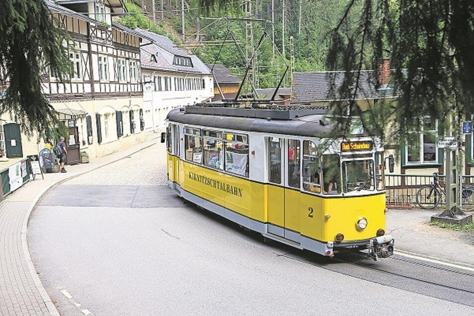 Die Kirnitzschtalbahn am Lichtenhainer Wasserfall.
