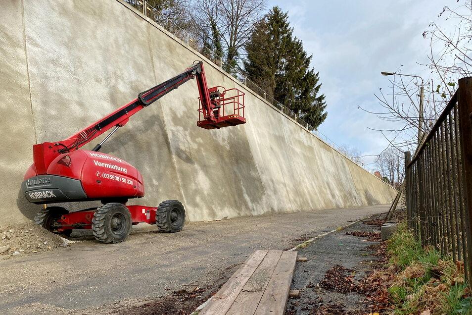 Die Kummersberg-Stützmauer an der Zittauer Bergstraße am Ende der Sanierung 2019.