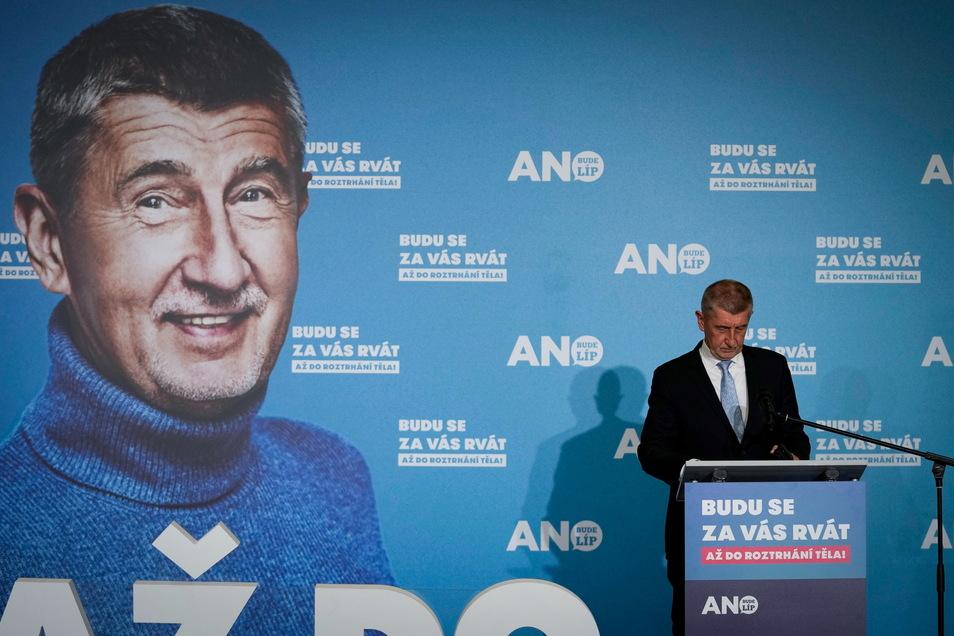 Andrej Babiš bei einer Pressekonferenz: Der populistische Regierungschef hat die Parlamentswahl in Tschechien knapp verloren.