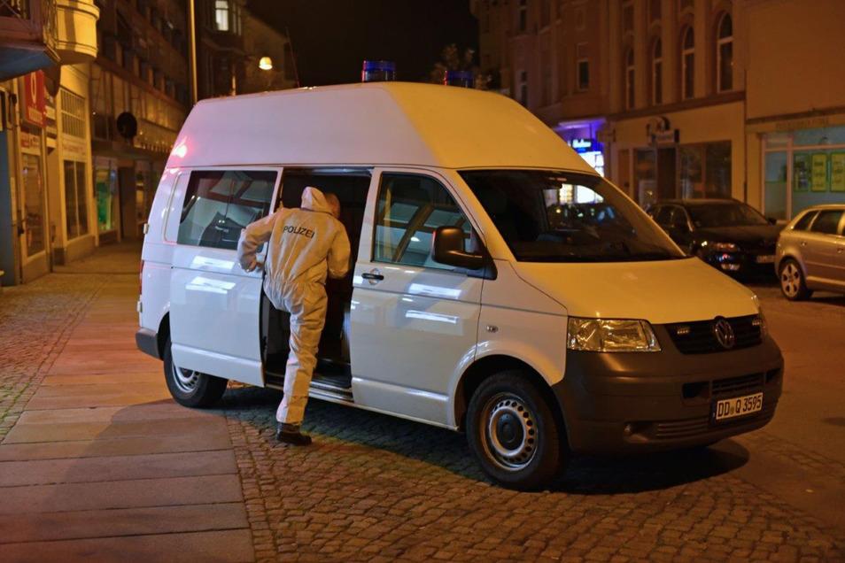 Kriminaltechniker sicherten am Tatort Spuren.