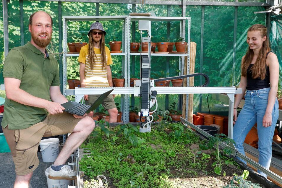 """Die Studenten wollen den """"Gartenroboter"""" weiterentwickeln."""
