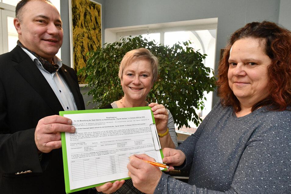 Michael Walldorf, Annegret Schowalter und Manuela Ender (v.l.): Hier im vergangenen Januar bei der Unterschriftensammlung für den Tag der Sachsen.