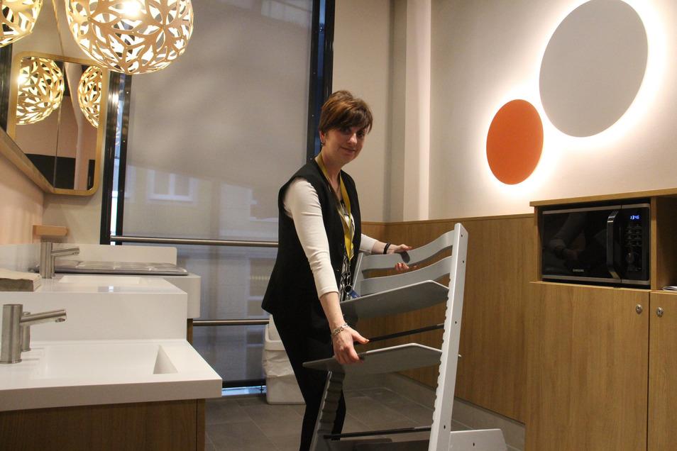 Die neue Familientoilette im Kornmarkt-Center wird von der Gebäudereinigerin Anja Köhler betreut.