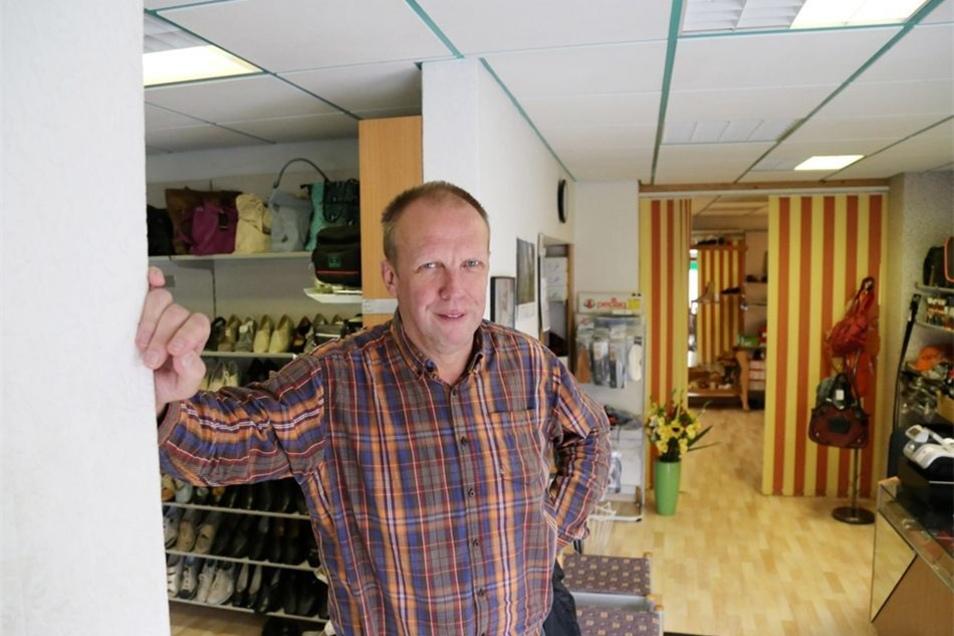 Hartmut Steinert (57) ist seit 40 Jahren Orthopädie-Schuhmacher in Rothenburg. Der Selbstständige ist außerdem CDU-Stadtrat und stellvertretender Bürgermeister in seiner Heimatstadt.