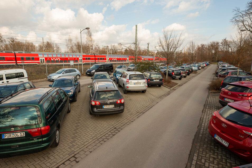 Ähnlich wie hier in Pirna, wird der Park&Ride-Parkplatz am Bahnhof Klingenberg-Colmnitz rege genutzt.