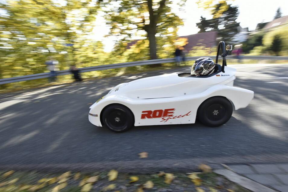 Ab geht's: Damit die Wettkampfstrecke durch Freital-Somsdorf getestet werden kann, war die Höckendorfer Straße am Sonntag für jeglichen anderen Verkehr tabu.
