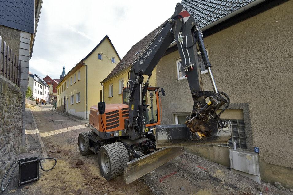 So sah die Schlossberg-Baustelle im Oktober 2018 aus. Sie war eine Herausforderung für die Tiefbauer. Nach einem reichlichen Jahr Bauzeit soll in nächsten Tagen die Straße freigegeben werden.