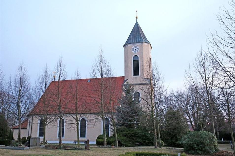 Bllick auf die Kirche in Röderau.