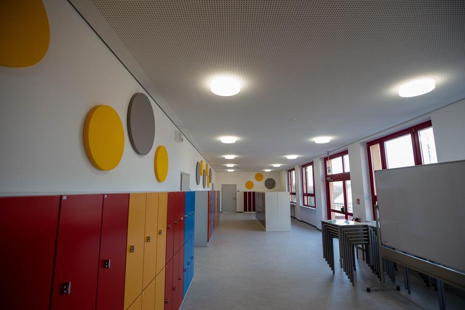 Nach der Runderneuerung sieht es im Schulgebäude überall attraktiv aus. Die Schüler bekommen bunte Spinde.