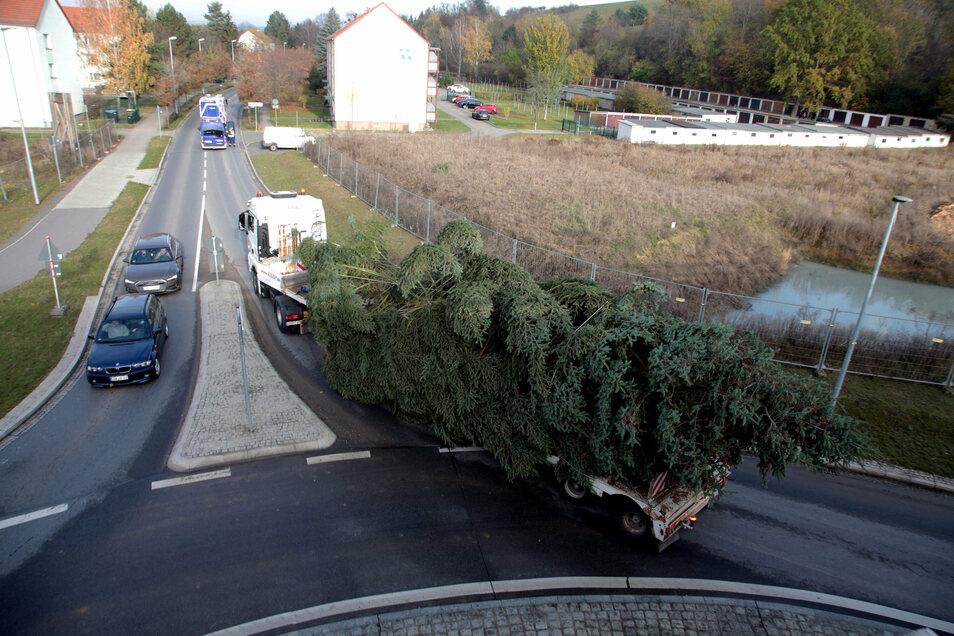 Blick auf den Kreisverkehr an der Zehistaer Straße: der Transport nach Pirna verlief reibungslos.