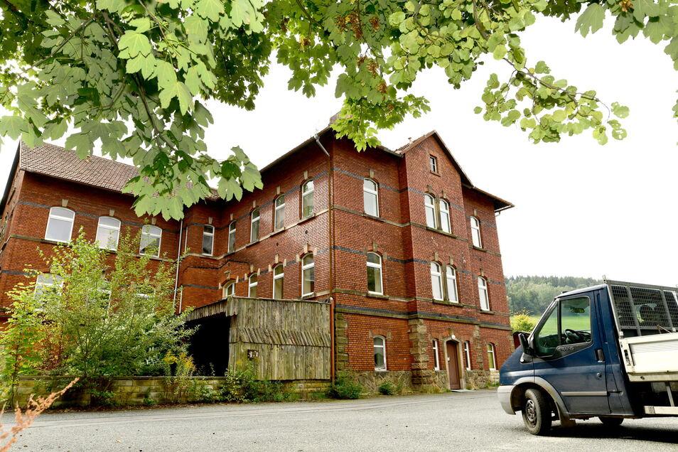 Das 1893 als Genesungsheim gebaute Backsteingebäude am Fuße des Jonsbergs im Kurort Jonsdorf steht seit über zehn Jahre leer.