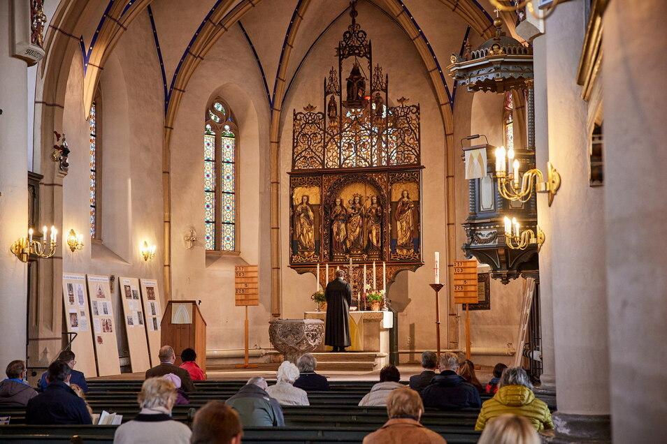 In den Gottesdiensten, wie auch hier in der Marienkirche in Dohna, darf wieder gesungen werden.