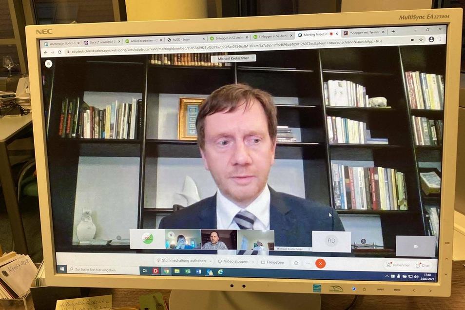 Sachsens Regierungschef Michael Kretschmer im Videogespräch mit den Bürgern.