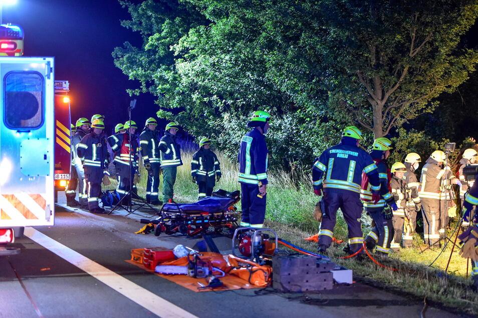Zahlreiche Einsatzkräfte von Feuerwehr, Polizei und Rettungsdienst waren vor Ort.