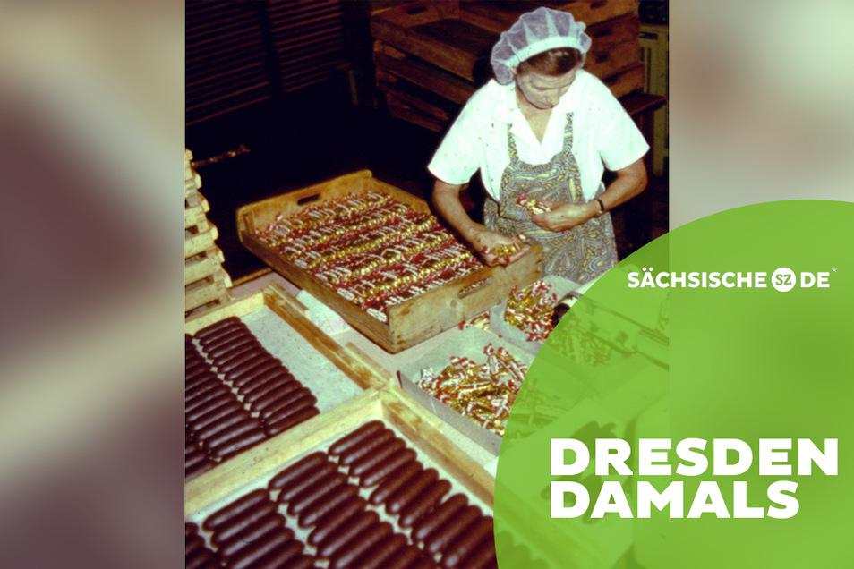 Mitarbeiter von Elbflorenz beim Verpacken von Marzipanbroten. Die zu klein geratenen Brote wurden aussortiert. Die Produktion bei Elbflorenz endete 1991. Das Hauptwerk wurde abgerissen.