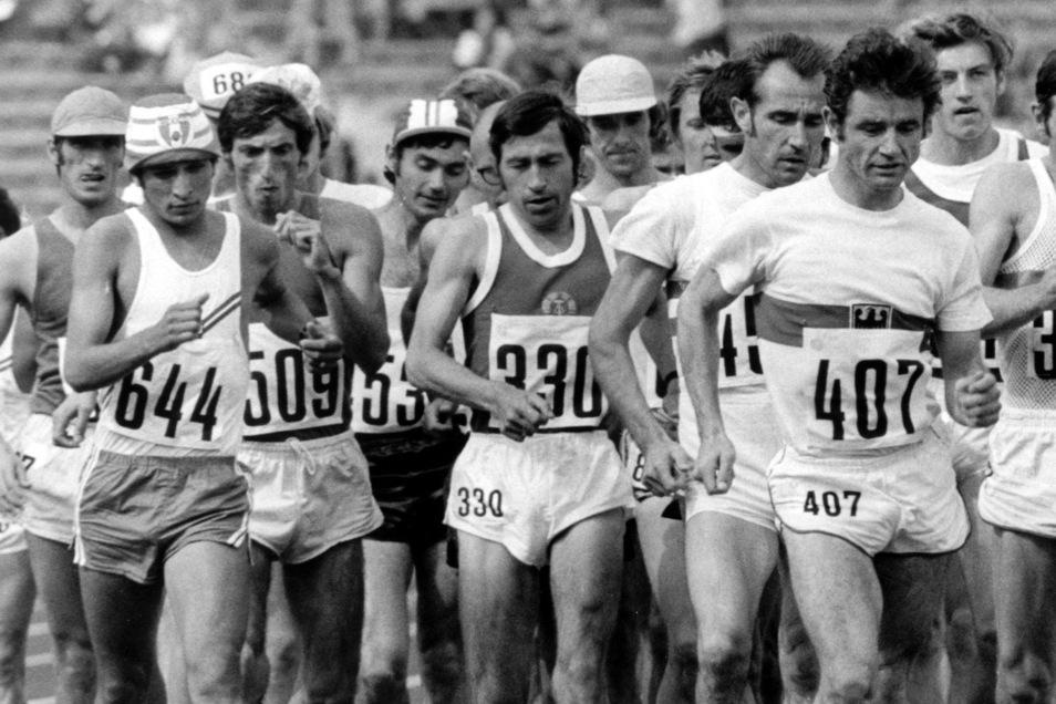 Die Leistungen der DDR-Spitzensportler (wie hier die 50-Kilometer-Geher bei Olympia 1972) sollten mit an Amateursportlern getesteten Trainingsmethoden verbessert werden.