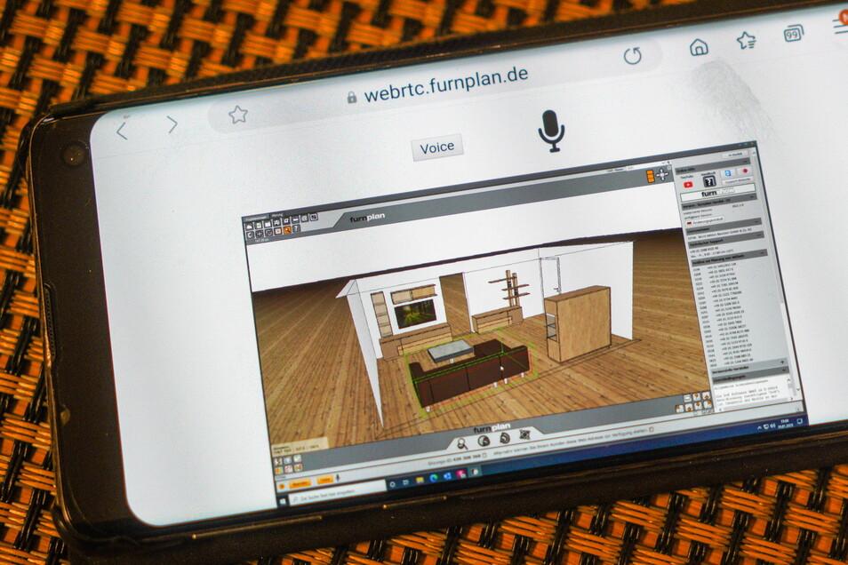 Was die Möbelverkäuferin auf ihrem Computerbildschirm sieht, erblickt der Kunde im selben Moment auf seinem Smartphone.