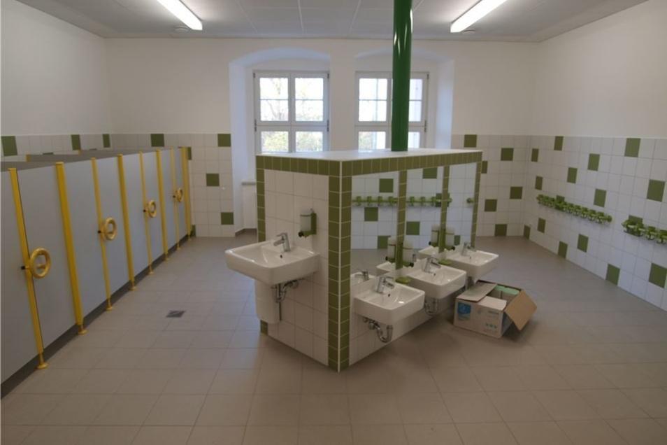 Die beiden Waschräume für Krippe- und Kita-Kinder sind ebenfalls fertig. Hier fehlen nur noch Seife, die Handtücher und Zahnputzbecher.