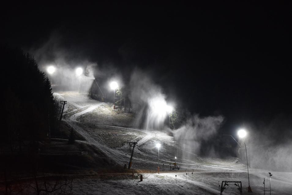 Schnee für den Altenberger Skihang.