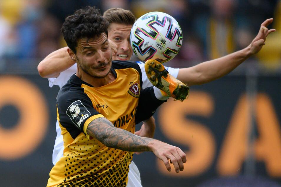 Keine Angst im Zweikampf - trotz der Erkrankung. Philipp Hosiner sieht es als ein Privileg an, Fußball spielen zu können - nicht nur aus sportlicher Sicht bei Dynamo, sondern vor allem gesundheitlich.