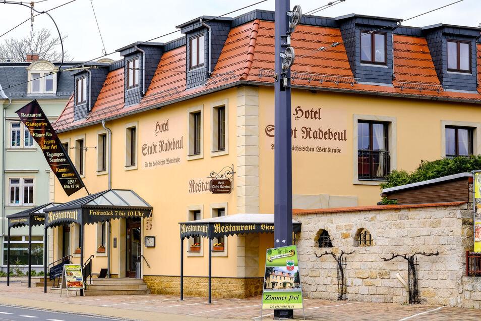 Wird keine Hotelgäste mehr empfangen. Das Hotel Stadt Radebeul an der Meißner Straße 216 in West will der neue Besitzer umnutzen.