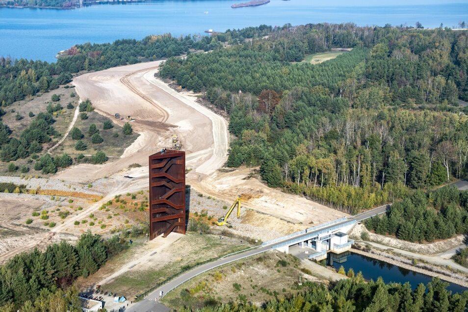 So sah die Baustelle am Sornoer Kanal vor einigen Tagen aus. Der Bereich, in dem der Bagger zu erkennen ist, wurde von Unbekannten kurzzeitig geflutet.