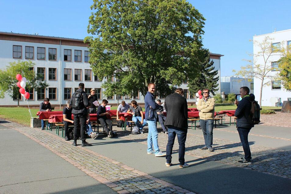 Die feierliche Immatrikulation an der BA Riesa wurde durch einen kleinen Rummel auf dem Campus begleitet.