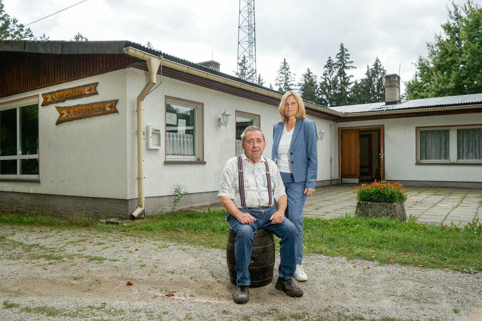 Die Bischofswerdaer Immobilienmaklerin Carla Schöne unterstützt Gottfried Lange bei der Suche nach einem Käufer. Für ihn ist es wichtig, dass die Gaststätte in gute Hände kommt.