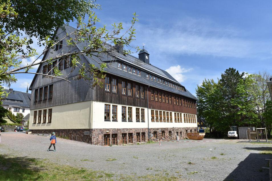 Der Schulhof der Grundschule Altenberg wird neu gestaltet.