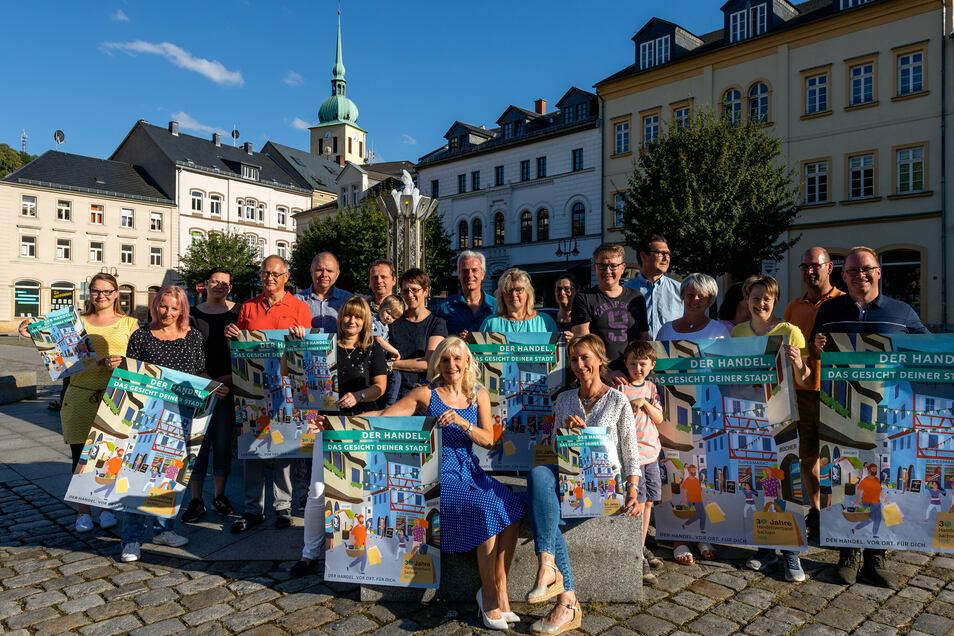 Mitglieder des Sebnitzer Gewerbevereins werben mit neuer Plakataktion für Einkaufen vor Ort.