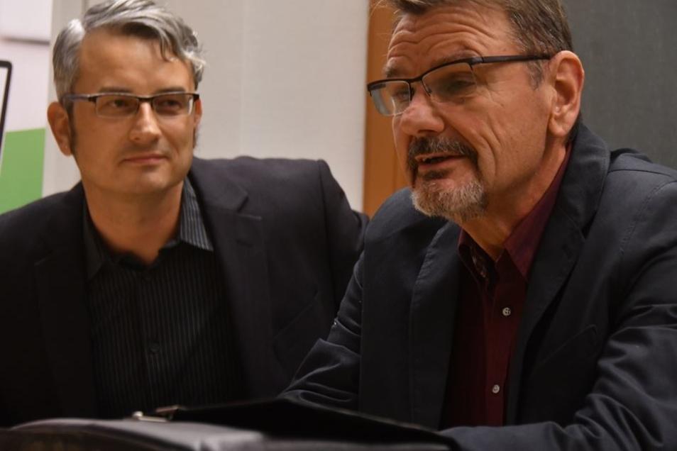 SZ-Autor Jörg Stock und Ex-Kripo-Chef Ralf Hubrich gaben spannende Kriminalfälle zum Besten.