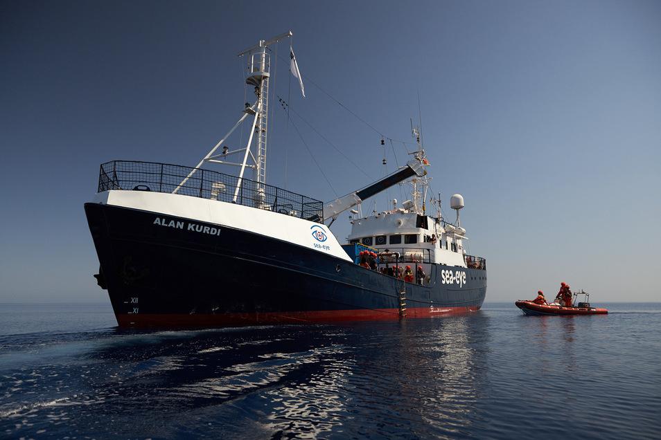 """Die """"Alan Kurdi"""" war auf einer früheren Mittelmeer-Mission im Mai in Palermo auf Sizilien schon einmal im Hafen festgehalten worden. Nun haben die Behörden das Schiff erneut aus dem Verkehr gezogen."""