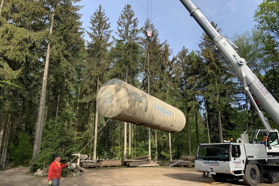 80 Kubikmeter Löschwasser können in diesem Stahlfass gespeichert werden. Kürzlich wurde es auf dem Gelände des Berggasthofes eingebaut.