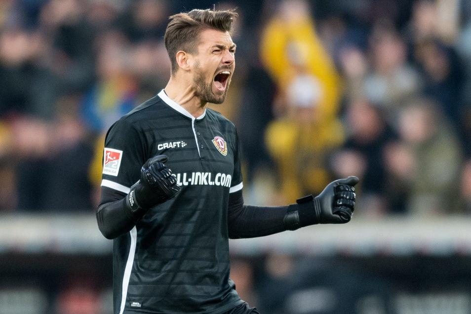 Torwart Patrick Wiegers hat bei Dynamo einen Vertrag für die zweite Liga, muss aber nach Kreuzbandriss erst wieder fit werden.