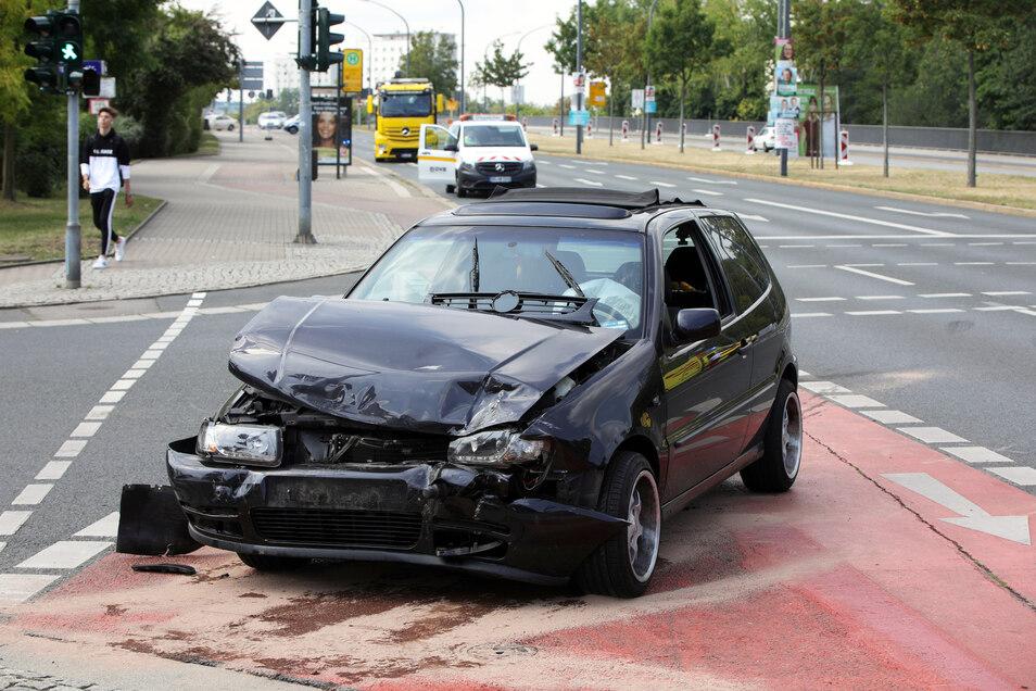 Auf der Kreuzung Budapester/Josephinenstraße sind am Dienstagvormittag zwei Autos kollidiert.
