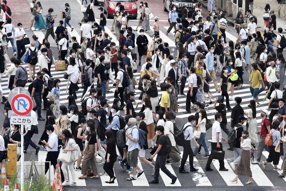 Japan hat wegen stark gestiegener Corona-Infektionen den Notstand für die Olympia-Stadt Tokio abermals verlängert und auf weitere Präfekturen ausgeweitet.