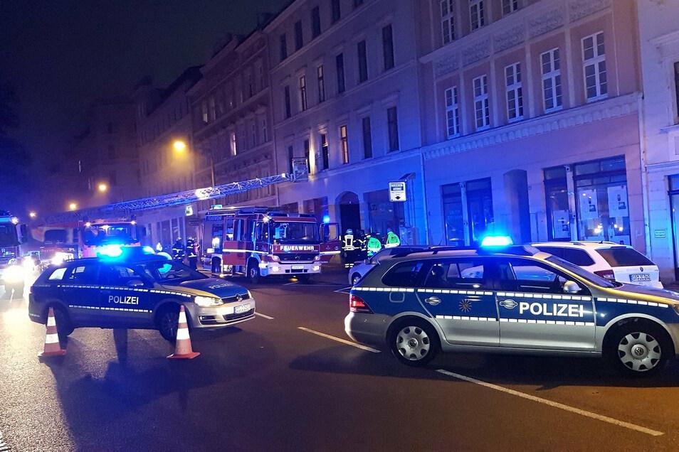 """Am Freitagmorgen um 5.30 Uhr wurde die Feuerwehr in Görlitz zu einer unklaren Lage """"Rauchgeruch in einem Treppenhaus"""" alarmiert."""