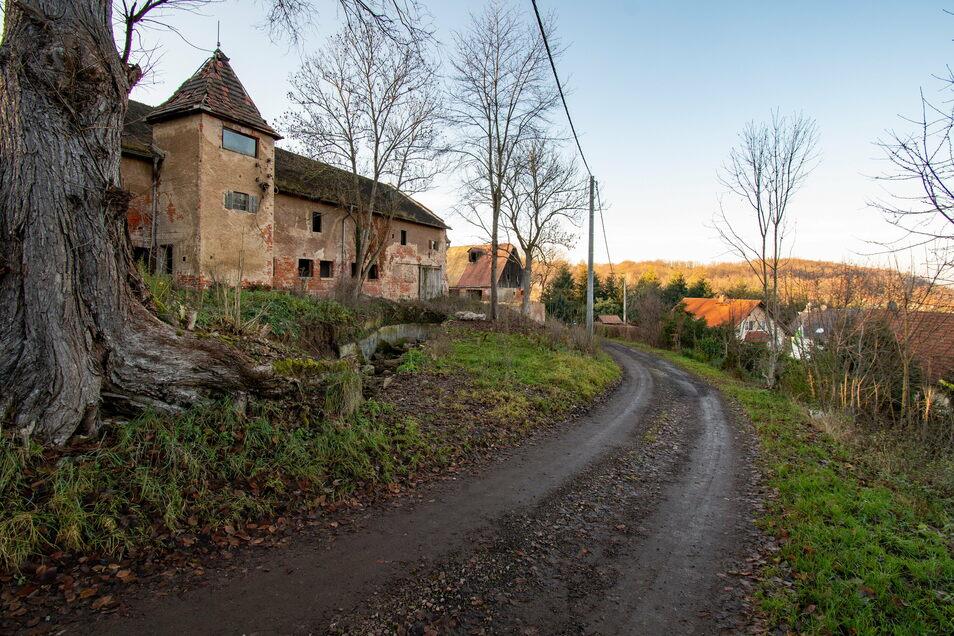 Die Straße zum Rittergut in Ebersbach soll im kommenden Jahr gebaut werden.
