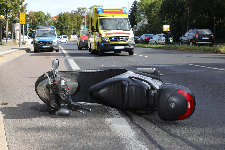 Nach dem Unfall musste der Zellesche Weg stadteinwärts gesperrt werden.