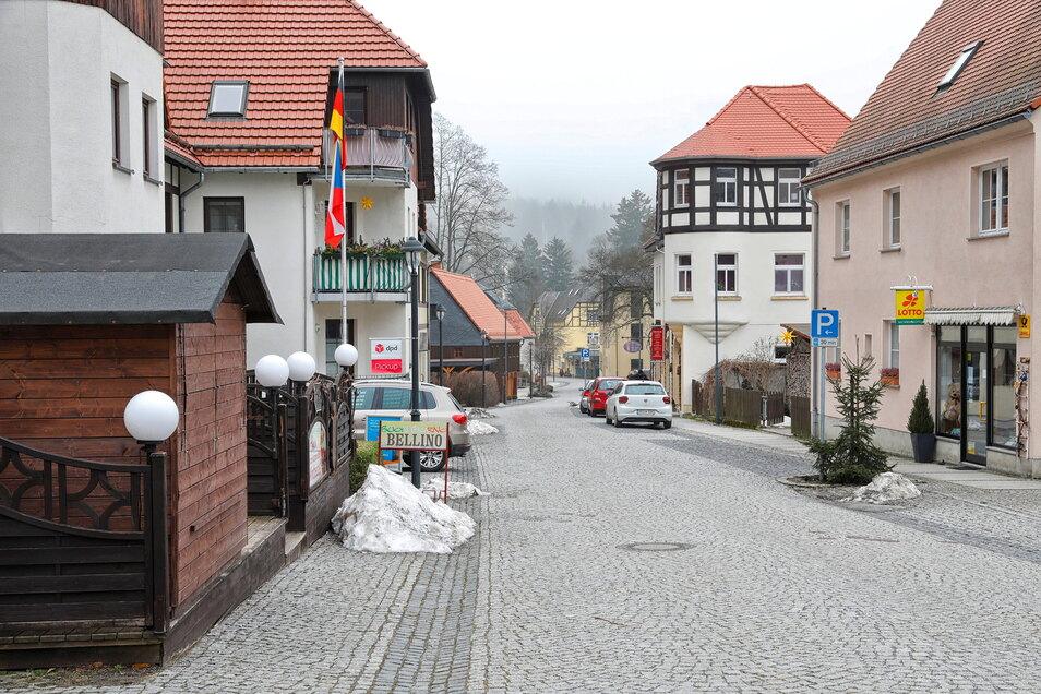 Wie ausgestorben wirkt der Kurort Oybin ohne Gäste. Der monatelange Corona-Lockdown wird sich noch auf Jahre auswirken, sagt Oybins Bürgermeister Tobias Steiner (SPD).